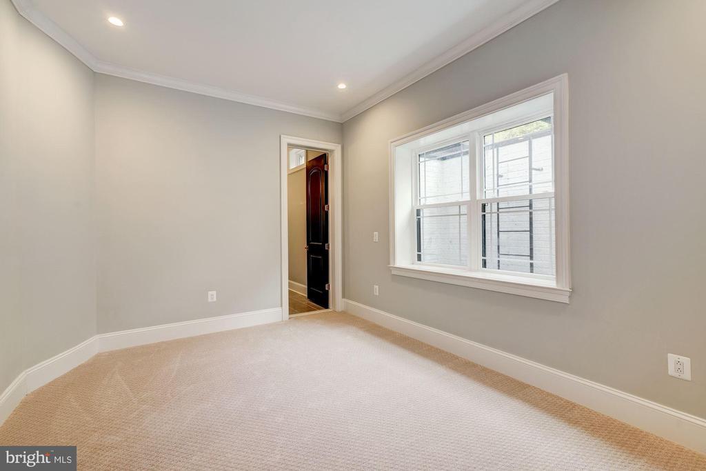Lower level bedroom #6 - 932 DEAD RUN DR, MCLEAN