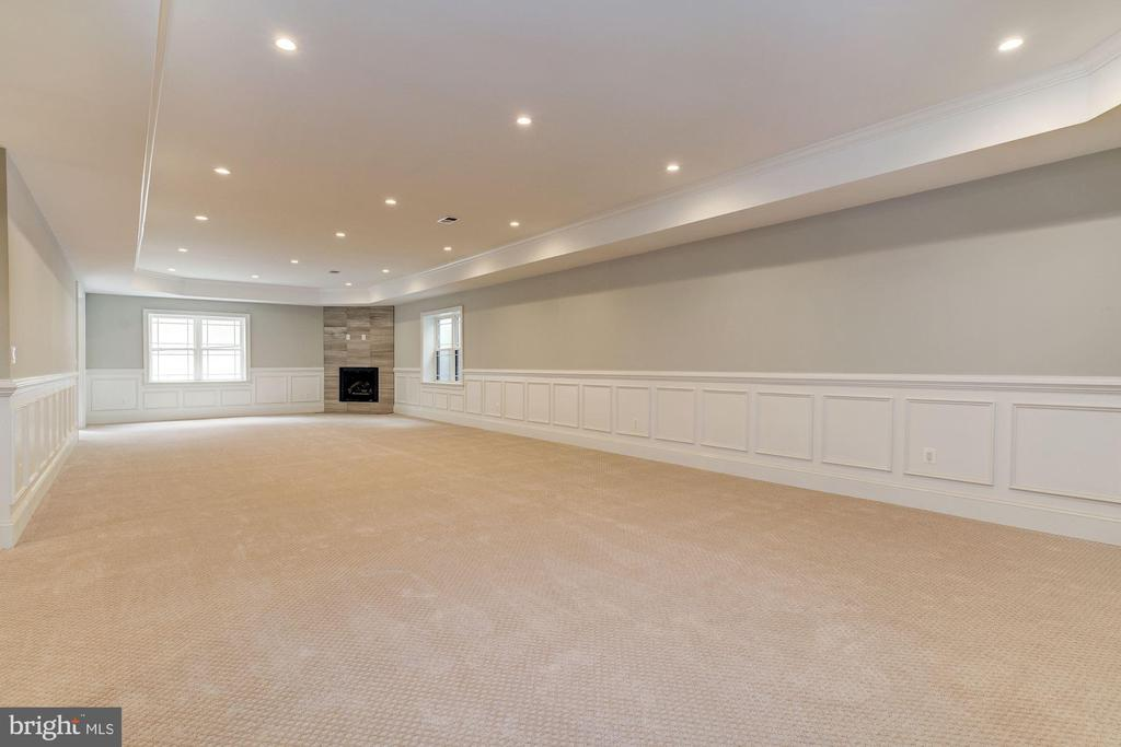 Open rec room w/ recessed lighting & tray ceiling - 932 DEAD RUN DR, MCLEAN