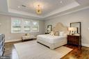 Master bedroom w/ tray ceiling & designer fixture - 932 DEAD RUN DR, MCLEAN