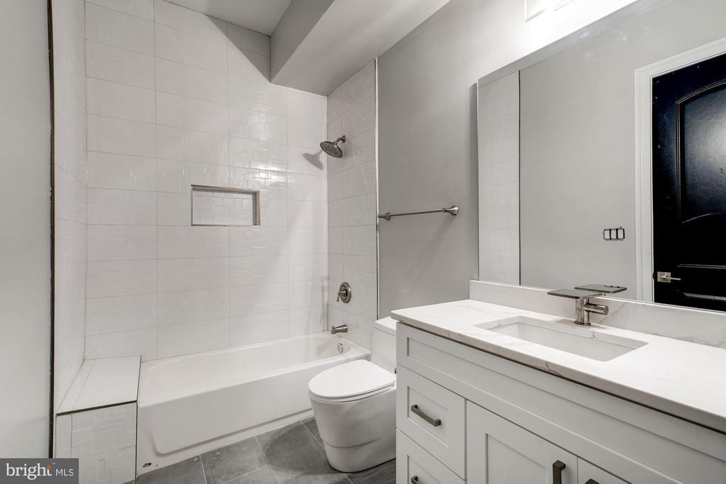 Additional lower level full bathroom - 932 DEAD RUN DR, MCLEAN