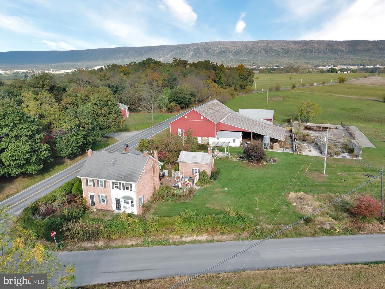 Single Family Homes للـ Sale في Newburg, Pennsylvania 17240 United States