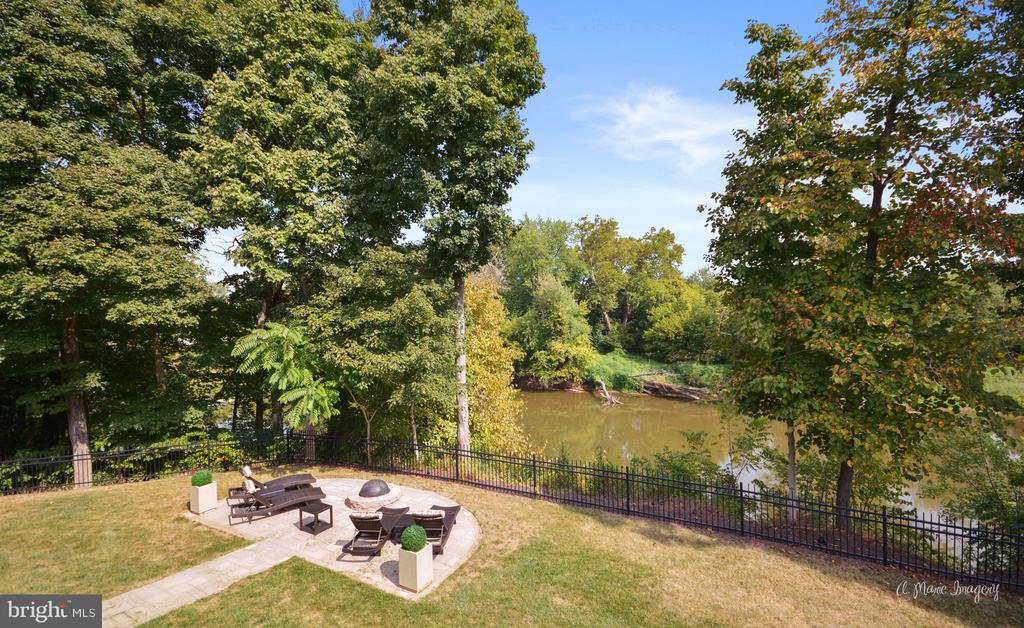 Water Front Outdoor Seating Area - 2662 MONOCACY FORD RD, FREDERICK