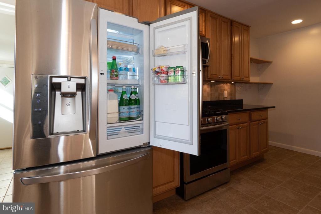Stainless Steel Appliances and Ceramic Tile Floor - 7308 FRANKLIN RD, ANNANDALE