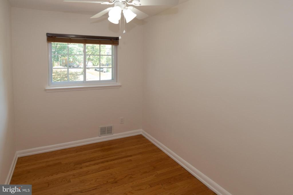 Third Main Level Bedroom - 7308 FRANKLIN RD, ANNANDALE