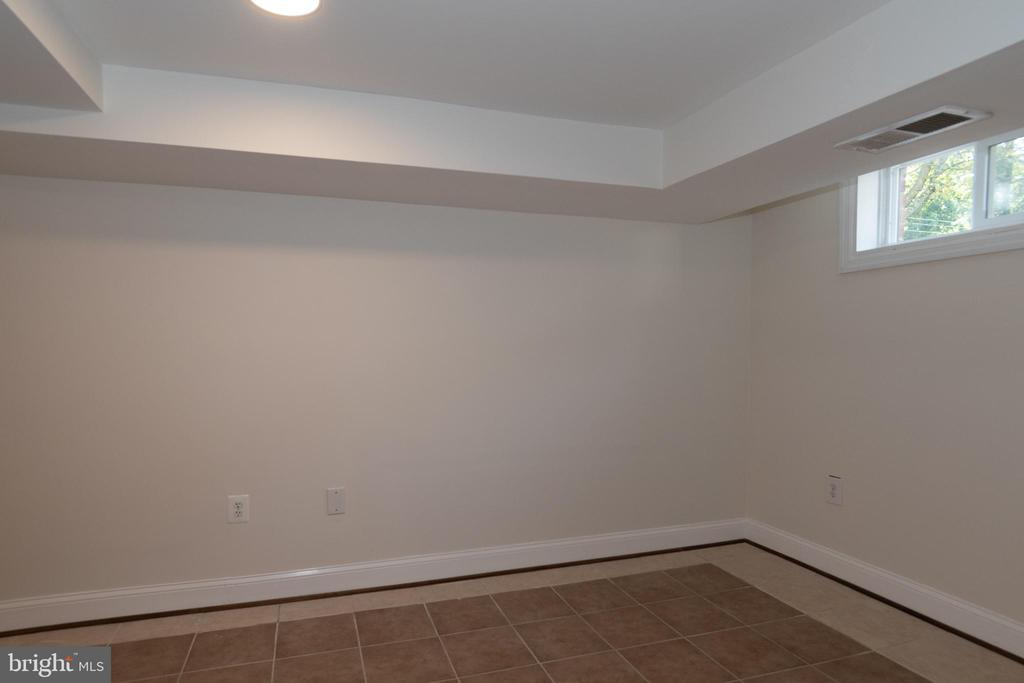 Lower Level Office - 7308 FRANKLIN RD, ANNANDALE