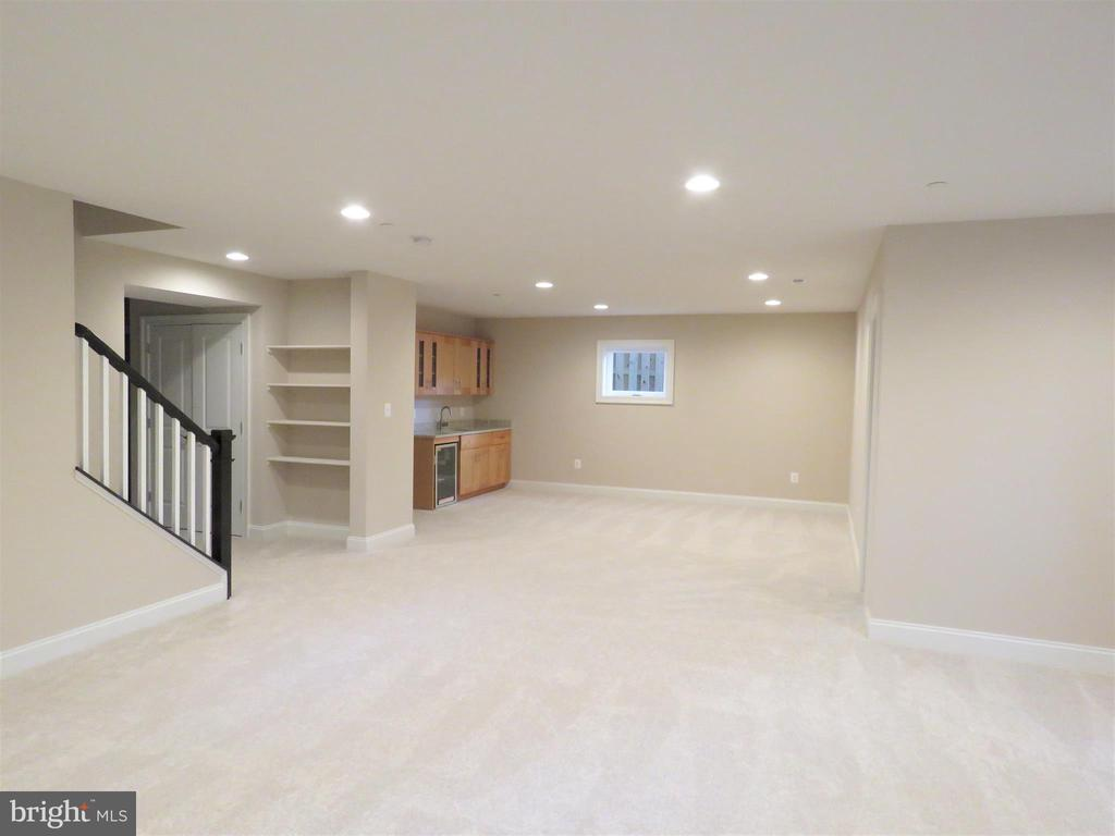 Recreation Room with Wet Bar and Beverage Cooler - 723 CARR AVE, ROCKVILLE