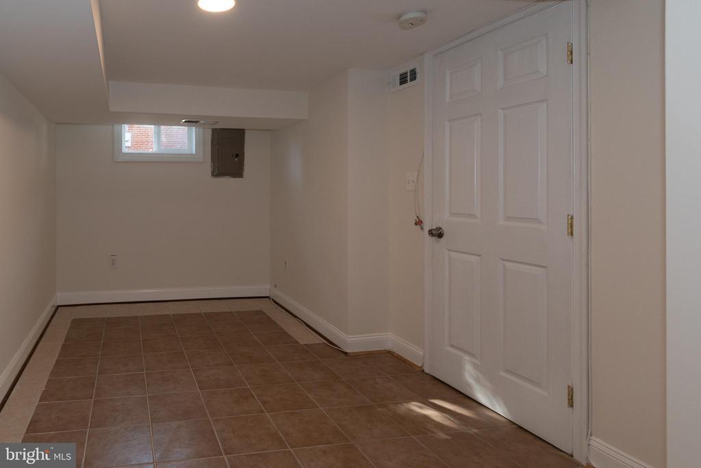 Lower Level Hobby Room - 7308 FRANKLIN RD, ANNANDALE