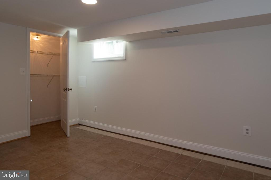 Office is a Large Space with Storage - 7308 FRANKLIN RD, ANNANDALE