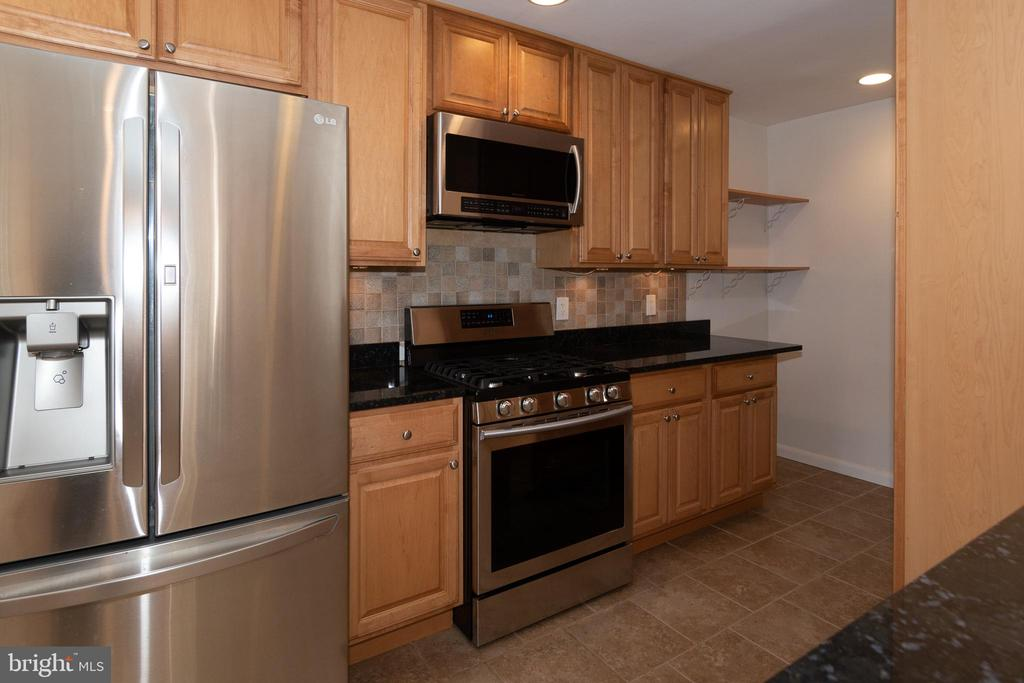 With Granite, Updated Cabinetry, Recessed Lighting - 7308 FRANKLIN RD, ANNANDALE