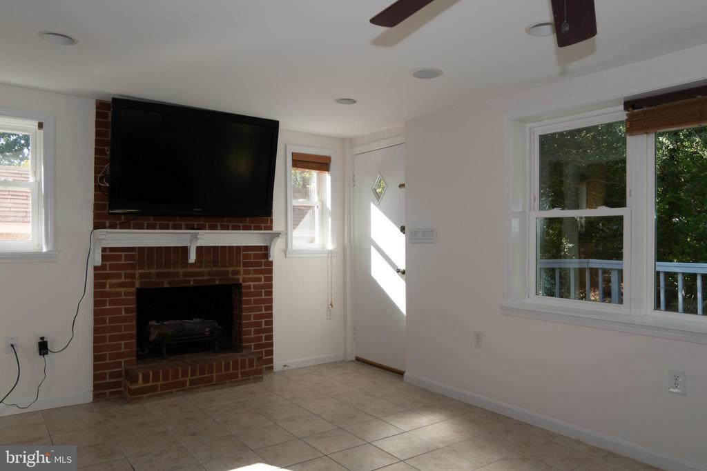 Kitchen Opens to Family Room w/Fireplace - 7308 FRANKLIN RD, ANNANDALE