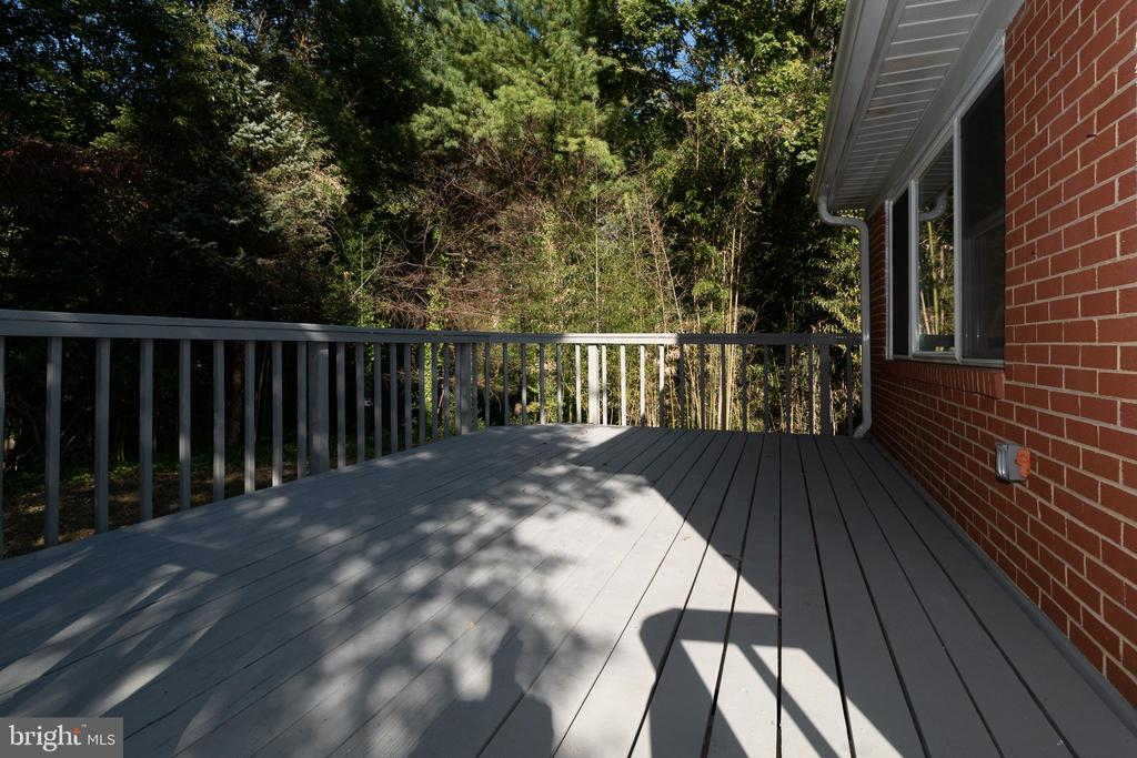Family Room Opens to Rear Deck - 7308 FRANKLIN RD, ANNANDALE