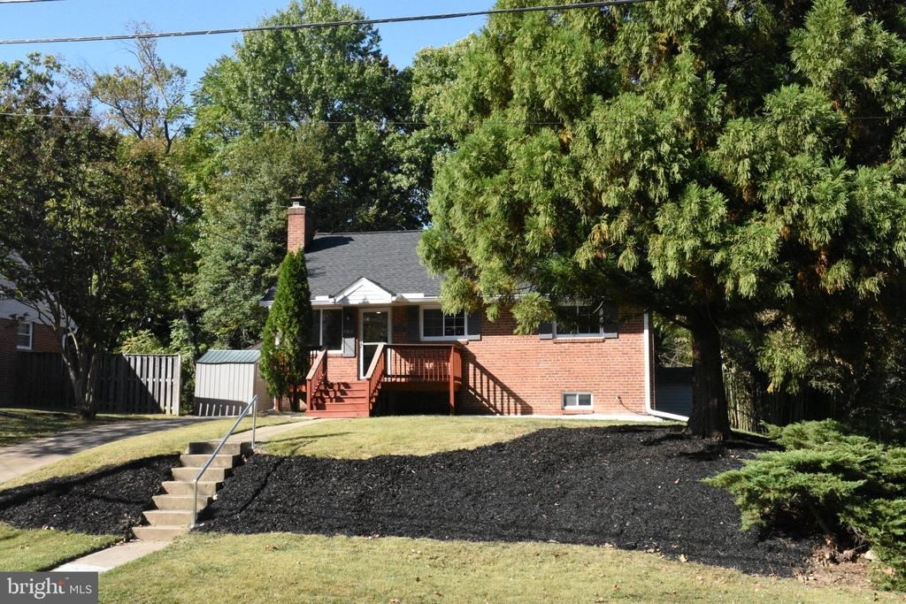 Classic All Brick Home on Large Lot - 7308 FRANKLIN RD, ANNANDALE