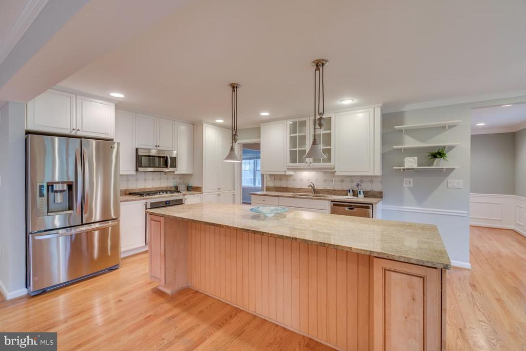 Beautiful new granite counters with SS appliances - 3822 KING ARTHUR RD, ANNANDALE