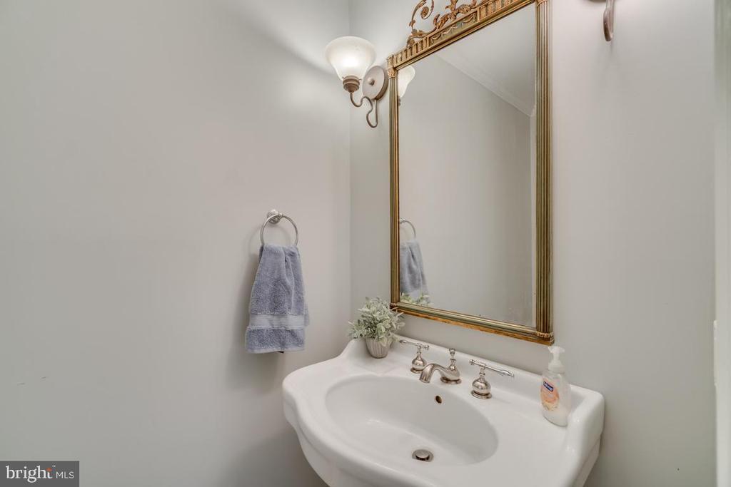 Main level half bath - 3822 KING ARTHUR RD, ANNANDALE