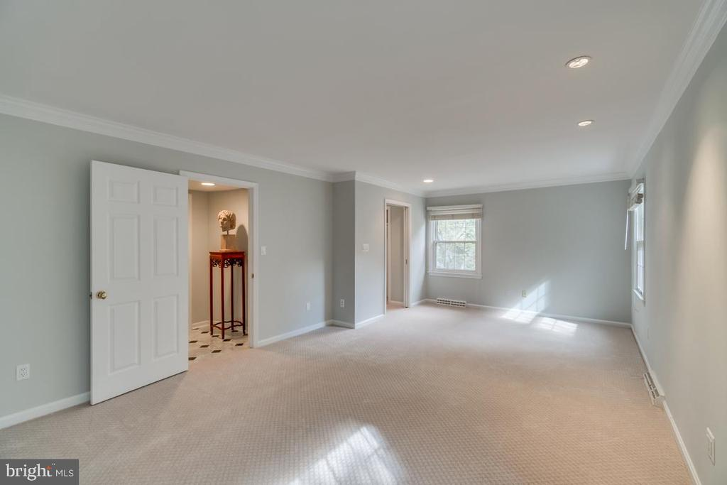Master with new flooring and paint - 3822 KING ARTHUR RD, ANNANDALE