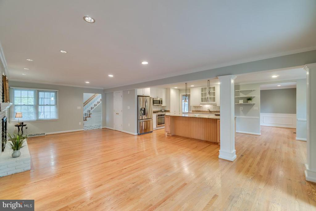 Expansive Open Floor Plan - 3822 KING ARTHUR RD, ANNANDALE