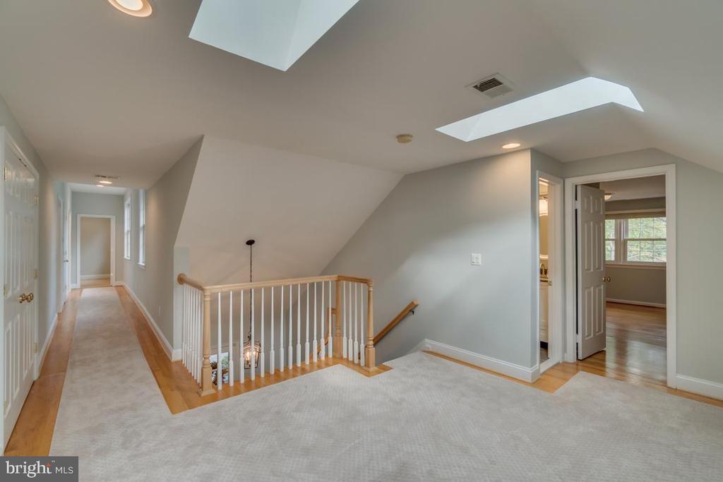 Upper-level foyer leading to 4 substantial bedroom - 3822 KING ARTHUR RD, ANNANDALE