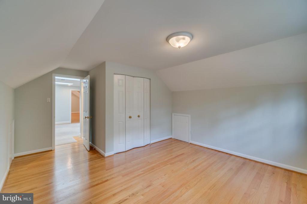 Upper-Level Bedroom 1 - 3822 KING ARTHUR RD, ANNANDALE