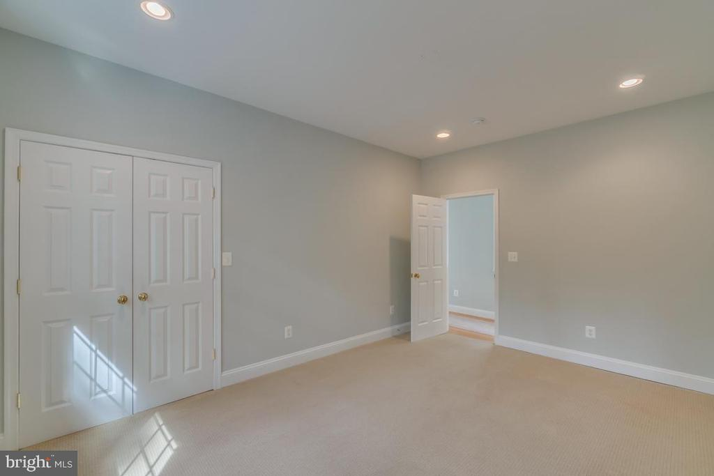 Upper-Level Bedroom 3 with walk in - 3822 KING ARTHUR RD, ANNANDALE