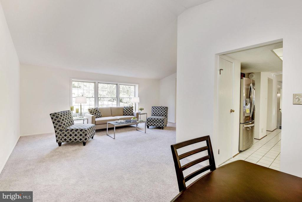 Dining room table can be extended into living room - 1209 GOTH LN, SILVER SPRING