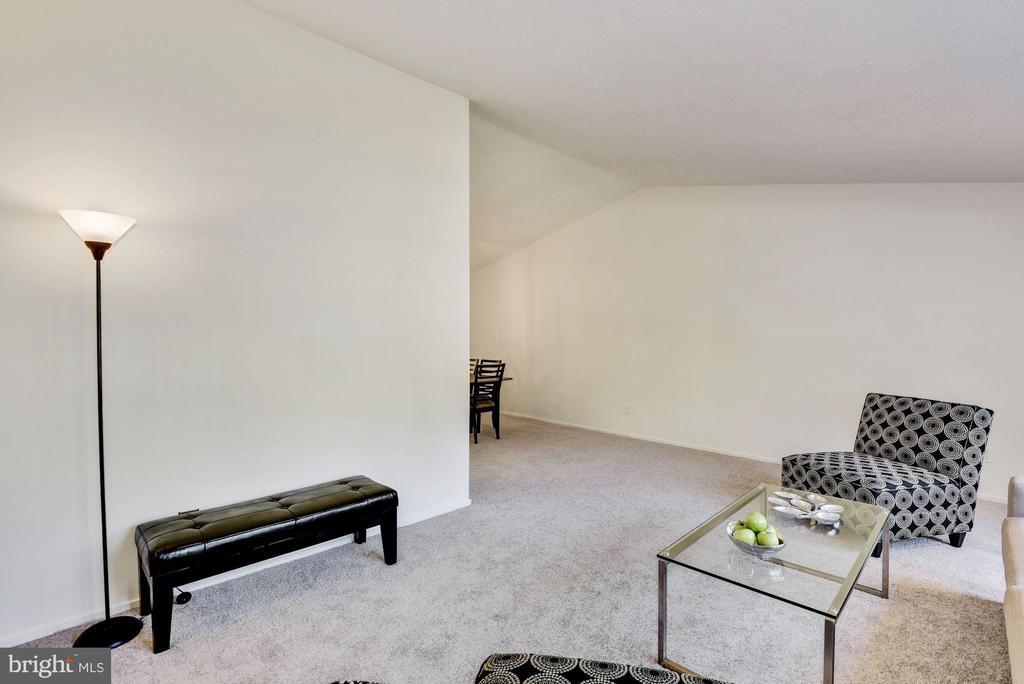 Plenty of walls for art, shelves, tv. - 1209 GOTH LN, SILVER SPRING