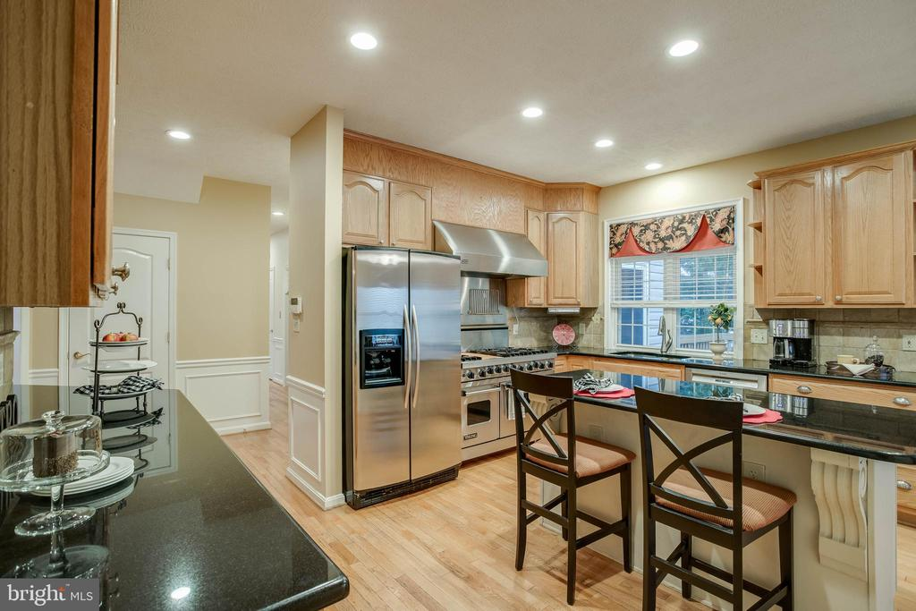 Beautiful stainless steel appliances - 3 BULLRUSH CT, STAFFORD