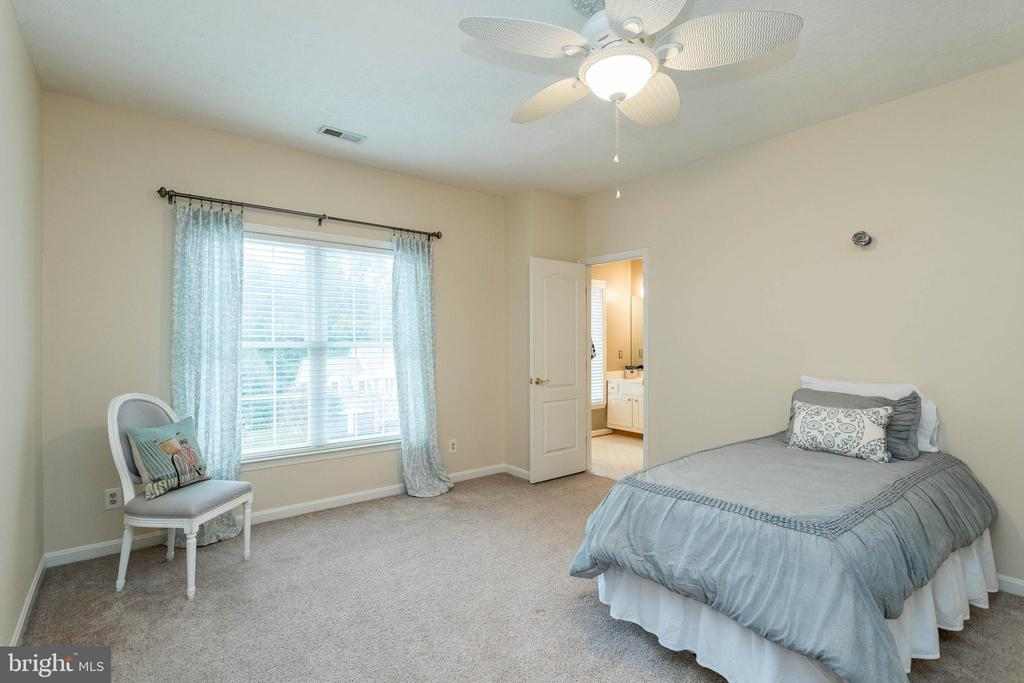 Ceiling fans in bedrooms - 3 BULLRUSH CT, STAFFORD