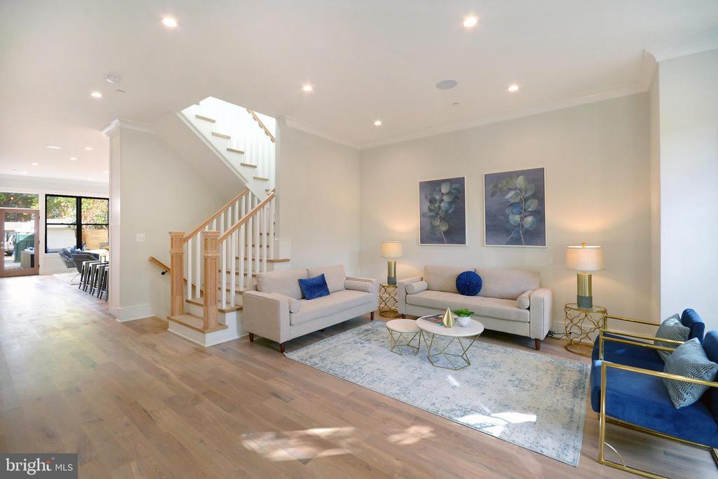 Cross-cut sky-lit central staircase - 1432 1/2 G ST SE, WASHINGTON