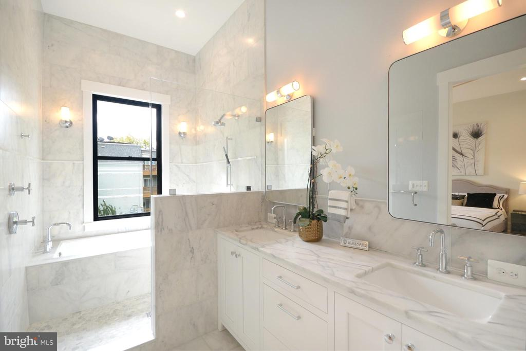 Suitable for a day at the spa! - 1432 1/2 G ST SE, WASHINGTON