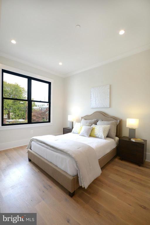 Bedroom 3 (NE) with bath + walk-in - 1432 1/2 G ST SE, WASHINGTON