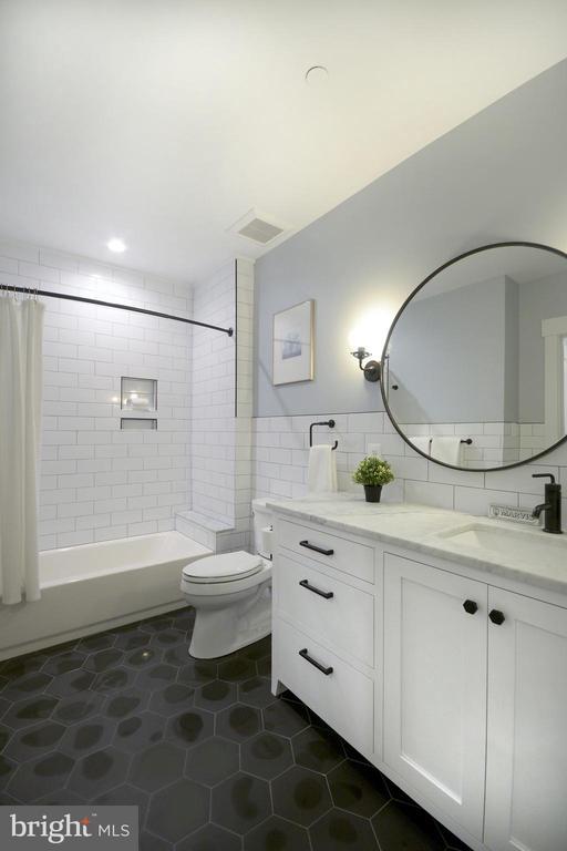 Lower Level spacious full bath - 1432 1/2 G ST SE, WASHINGTON