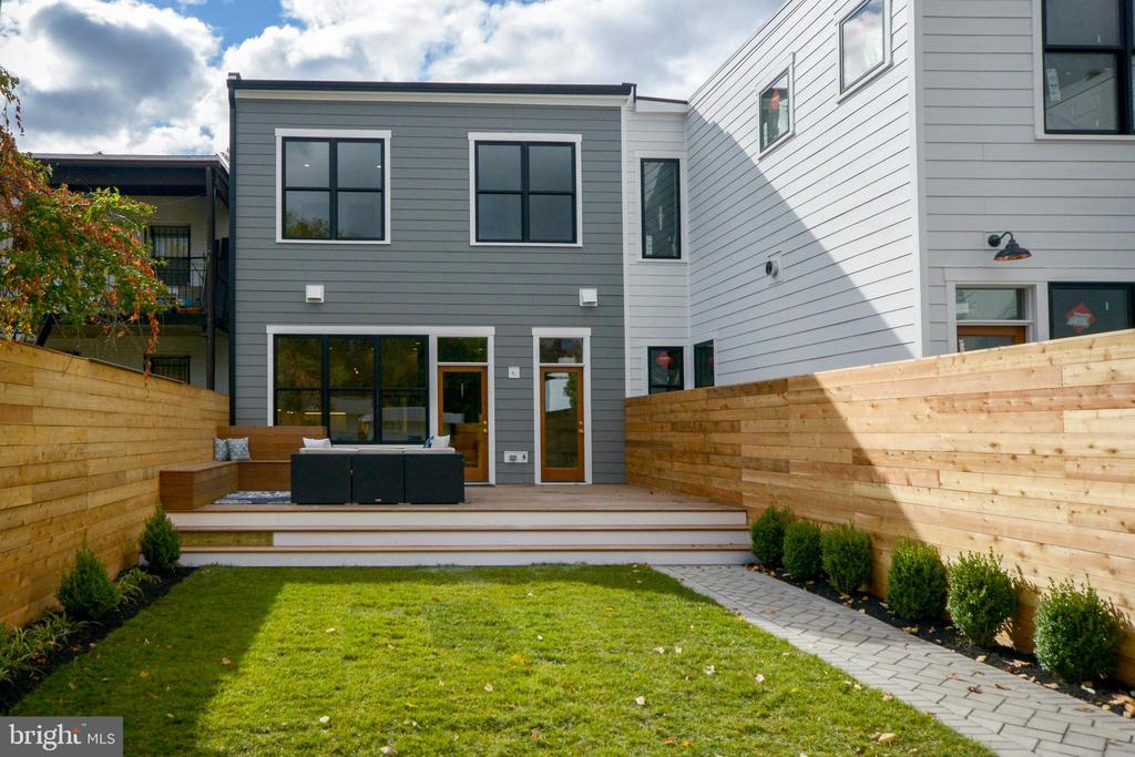 Delightful rear gardens and giant walnut deck! - 1432 1/2 G ST SE, WASHINGTON