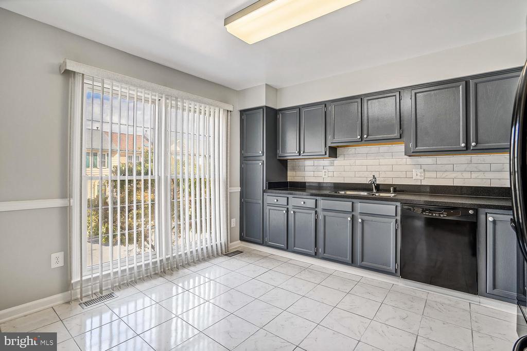 Kitchen/New Tile - 46837 TRUMPET CIR, STERLING
