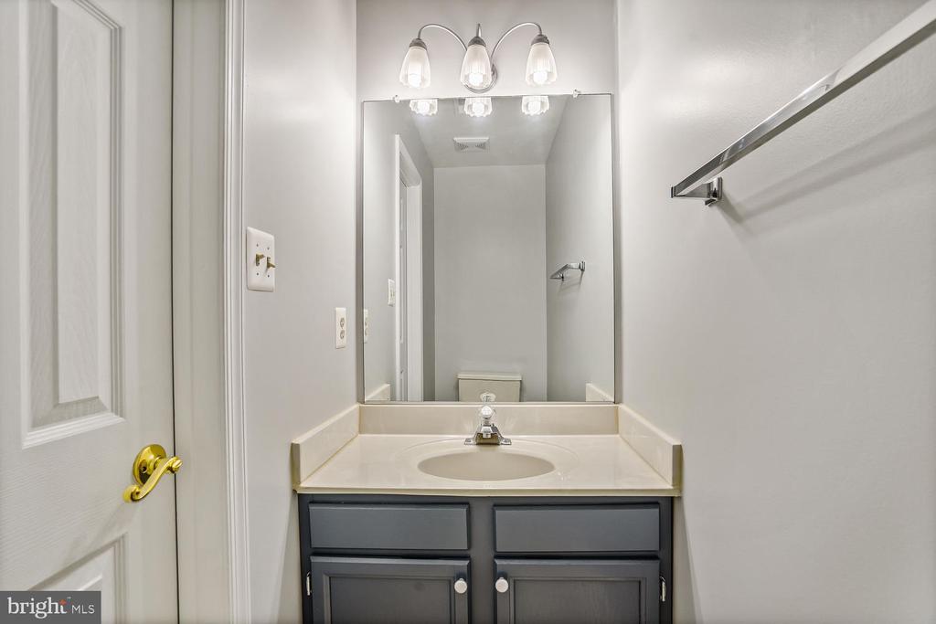 Half-bath main level - 46837 TRUMPET CIR, STERLING