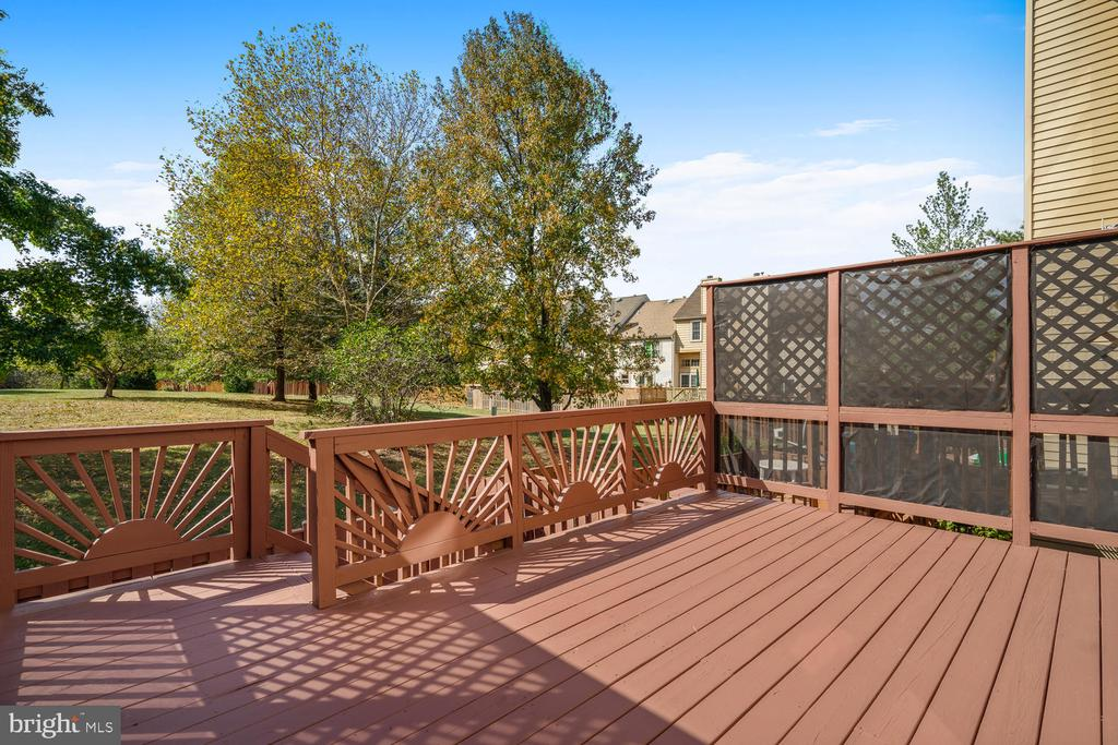 Large Deck with stairs to ground /Newly Repainted - 46837 TRUMPET CIR, STERLING