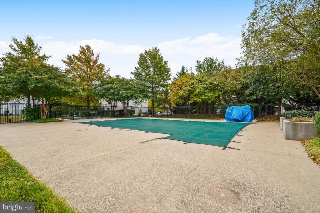 Community Pool - 46837 TRUMPET CIR, STERLING