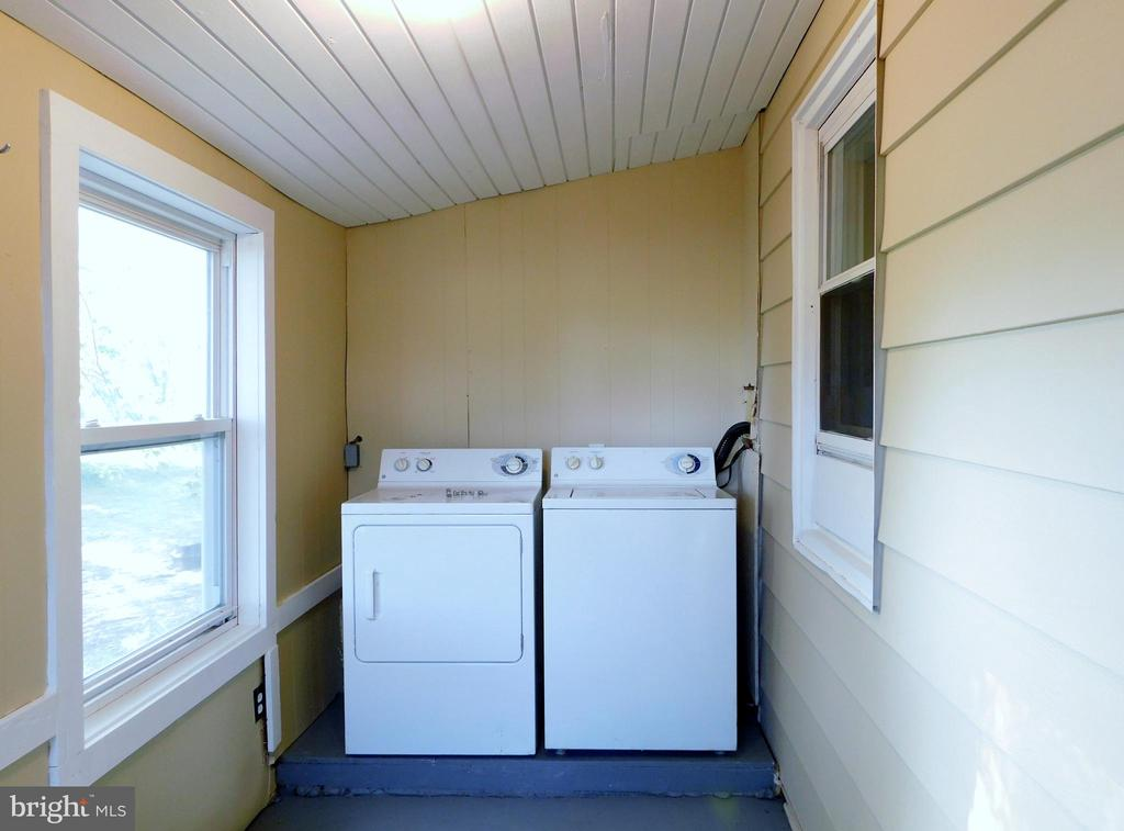 Separate Laundry Room - 2083 BERRYVILLE PIKE, RIPPON