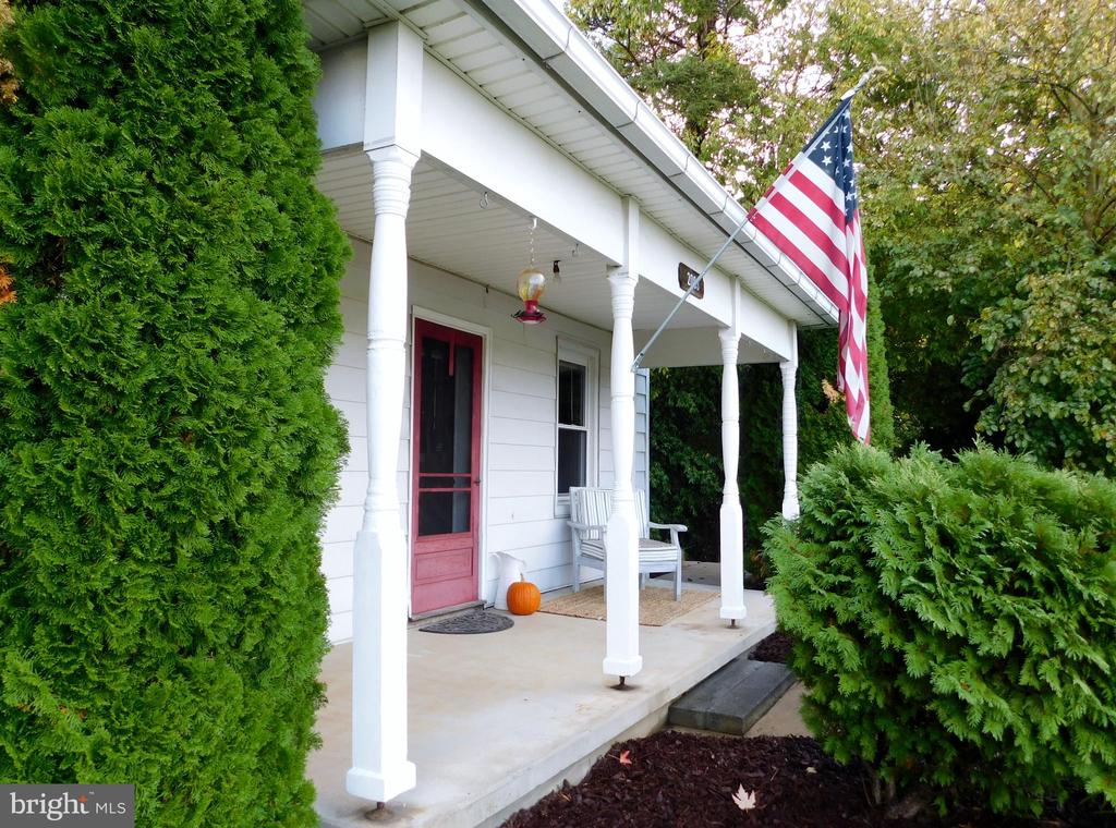 Covered Front Porch - 2083 BERRYVILLE PIKE, RIPPON