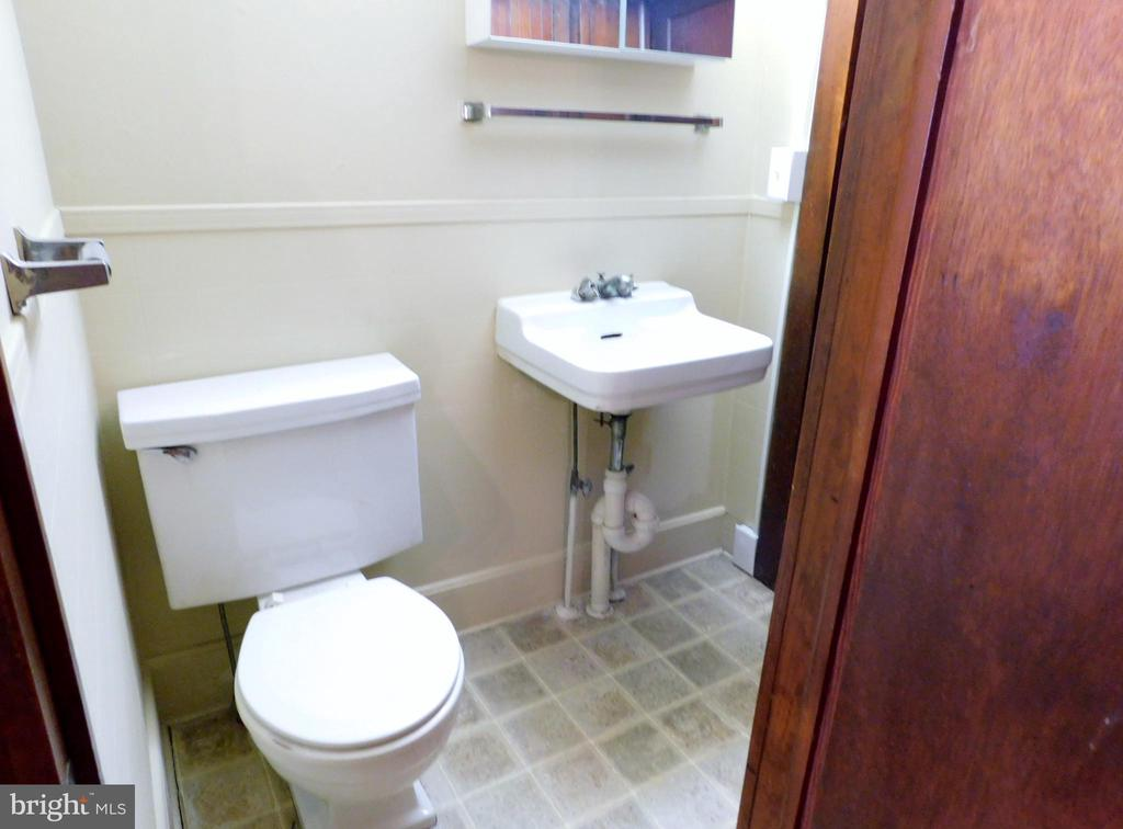 1/2 Bath on Main Level - 2083 BERRYVILLE PIKE, RIPPON