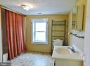 Upper Level Full Bath - 2083 BERRYVILLE PIKE, RIPPON