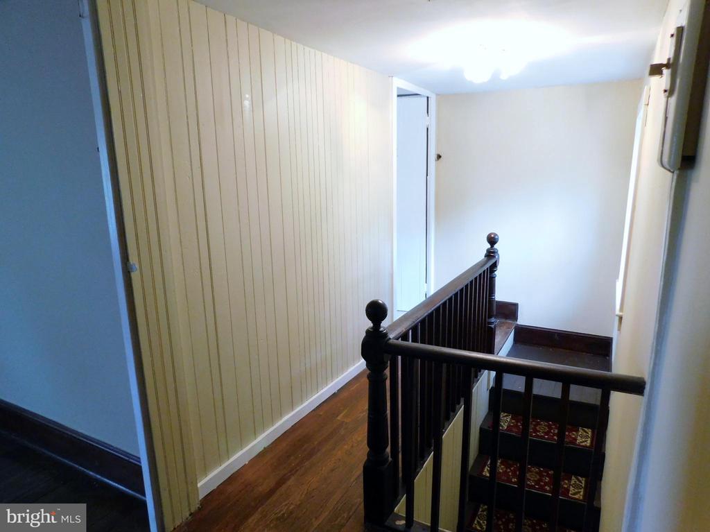 Upper Level Hallway - 2083 BERRYVILLE PIKE, RIPPON