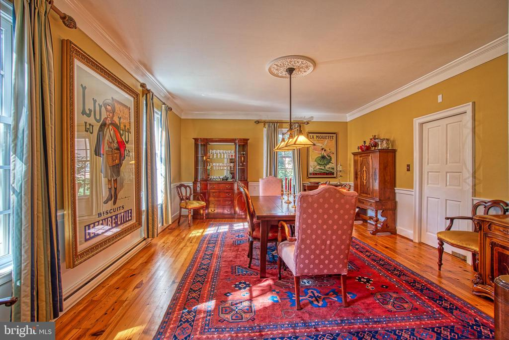 Spacious formal dining room,  great for entertaing - 20 NORTH ST NW, LEESBURG
