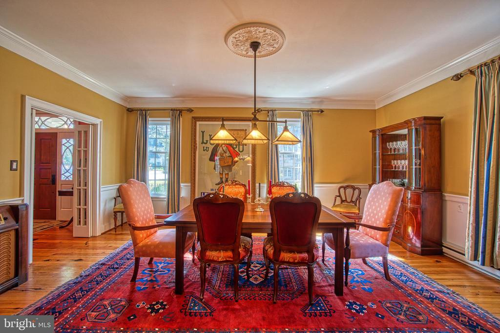 Hardwood floors on both main and upper floors - 20 NORTH ST NW, LEESBURG