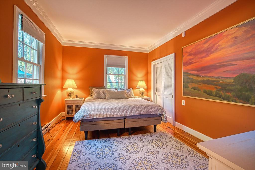 1st floor suite has private full bath and 2 closet - 20 NORTH ST NW, LEESBURG