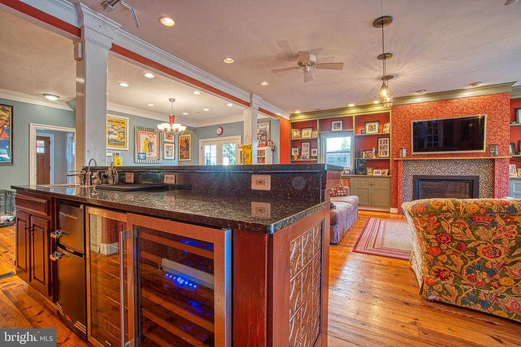 Perfect entertaining space ! - 20 NORTH ST NW, LEESBURG