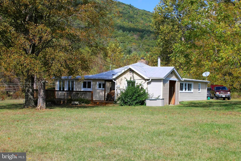 Single Family Homes para Venda às Milam, West Virginia 26838 Estados Unidos