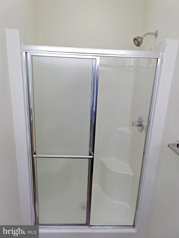 MASTER SHOWER WITH SEAT - 900 ROSEMERE AVE, SILVER SPRING
