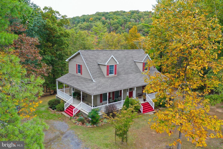 Single Family Homes para Venda às Paw Paw, West Virginia 25434 Estados Unidos
