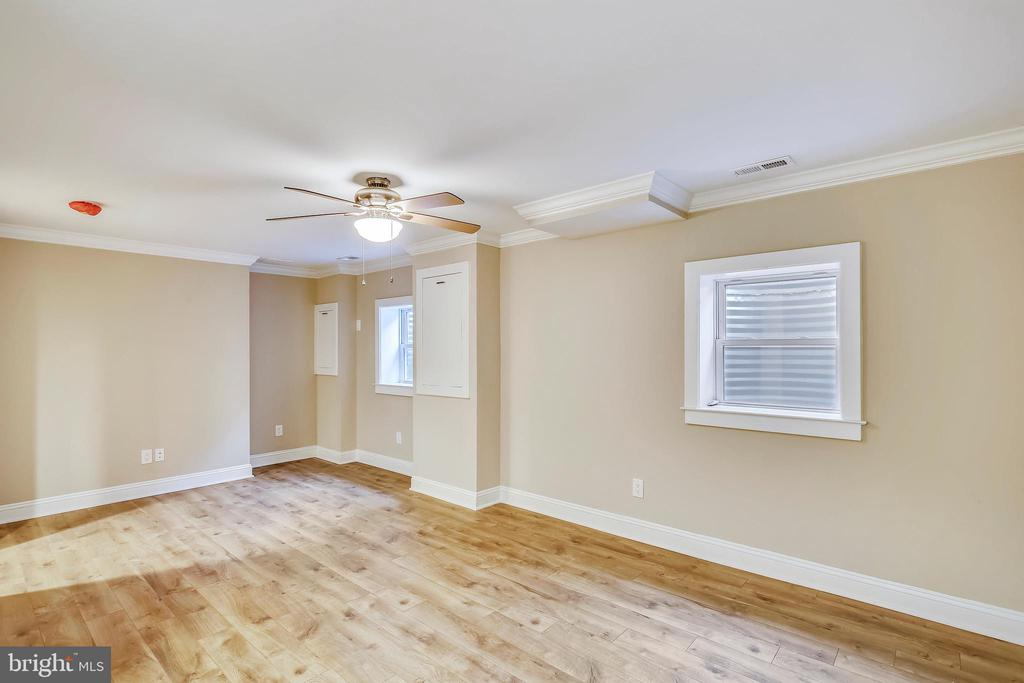 Optional sixth bedroom in the lower level - 315 SCOTT DR, SILVER SPRING