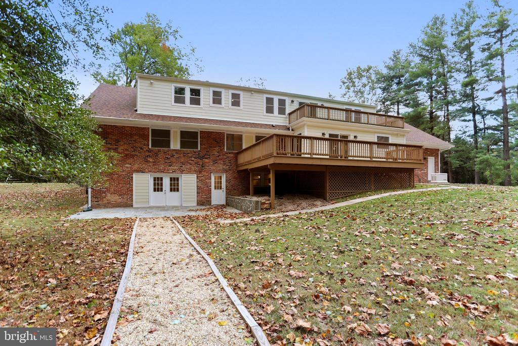 Great patios and two decks for your enjoyment - 315 SCOTT DR, SILVER SPRING